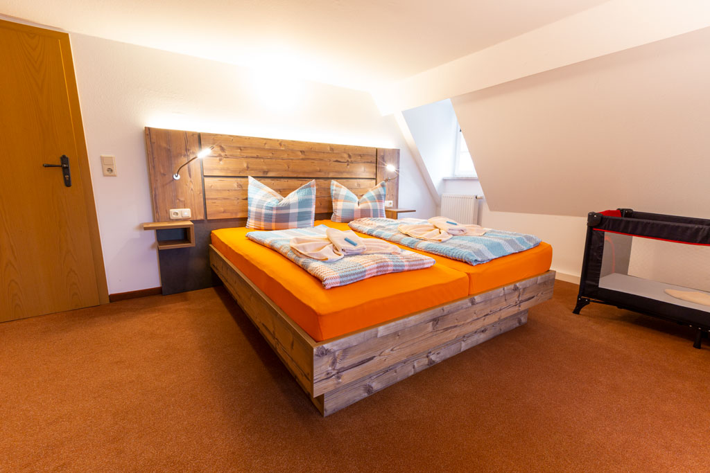 großes Appartement-Schlafzimmer